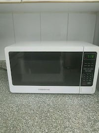 Farberware 700 watt microwave oven  Garden City, 11530