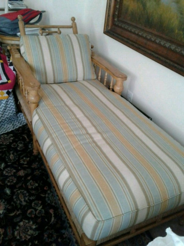 Couch/day rest sofa 525f06a7-75ef-4735-bfe3-39fd001125f8