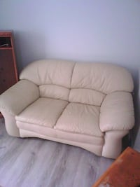 white leather couch Acton, L7J 1B9