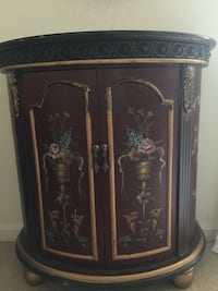 Mahogany wooden hand painted two doors cabinet console. Mc Lean, 22102