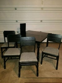 Dining set w 4 chairs 58 mi