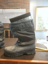 Size 12 mens ice field boots  Calgary, T2H 0V4