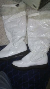 White knee high boots 1128 mi