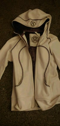 Limited edition white lulu jacket size 10 Winnipeg, R3T