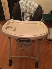 black and white Graco highchair with feeding tray 34 km
