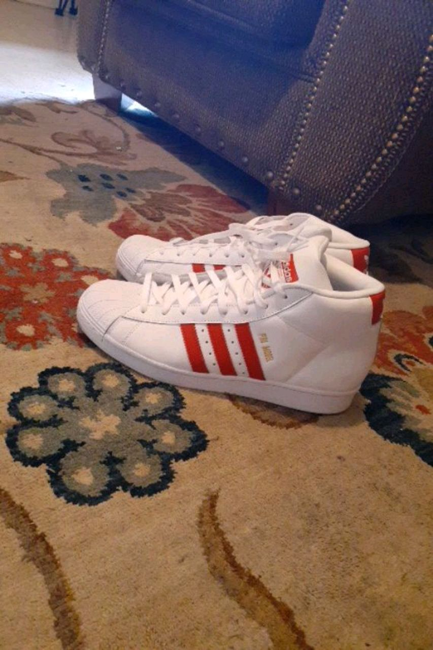 Photo Adidas red and white mids