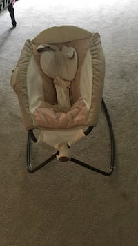 baby's brown and white rocker napper 29 km