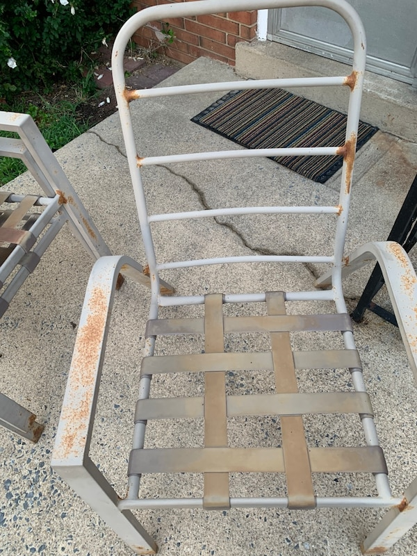 Patio table and 4 chairs (cushions sold, just table and chair now) a4fd3e2b-9f9f-4e88-8105-668c32a47984