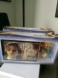 Harry Potter Postcard Book with Collectible Figurine