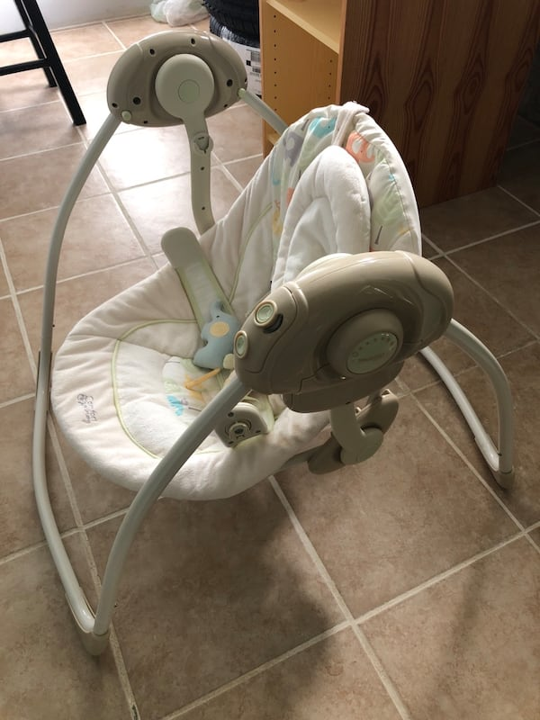 Comfort harmony Cradling Baby Bouncer by Bright Stars 5250b82b-a4cb-46ac-a2c7-16ab6f9e19e6
