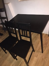 Black wooden Table with 2 chairs  543 km