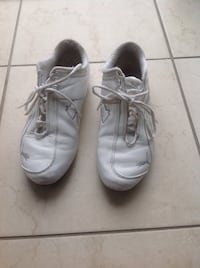 Puma shoes women size six Brampton, L6V 5M5