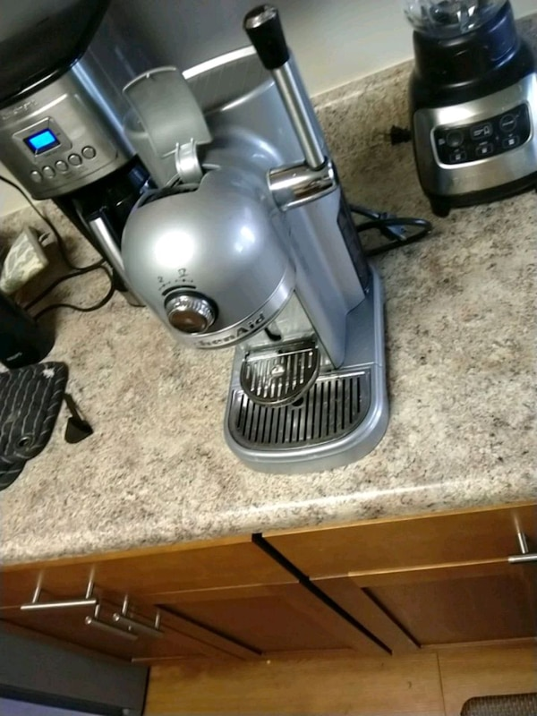 coffee maker, with milk frother