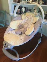 baby's gray and white cradle n swing Holiday, 34690