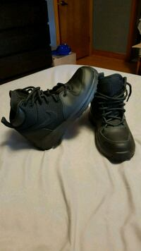 Nike high top all conditions gear worn once. Toronto, M6E 1Y5