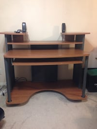 Brown wooden computer desk with hutch 546 km