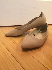 Pointed toe suede flats Toronto, M6H 3J1