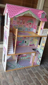 Pink and white doll house Prairieville, 70769