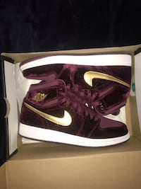 Pair of maroon nike high-top sneakers with box Centreville, 20120