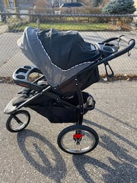 Graco Jogging Stroller and Click Carseat set