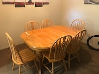 Dining room table with built-in leaf and 6 chairs Toms River, 08753