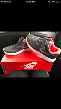 pair of gray Nike running shoes with box Halifax, B3R