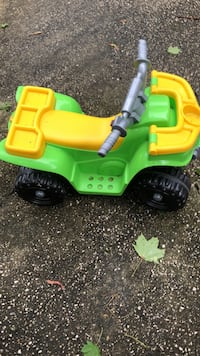Toddler power wheels Amityville, 11701