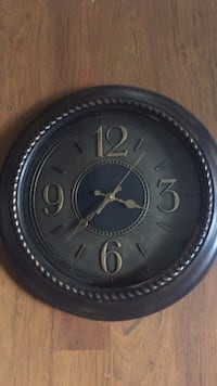 Wall clock nice and clean asking 10 dls pick up in sherman  Sherman, 75090
