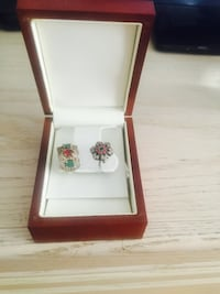 two multicolored earrings with box Dorval, H4Y