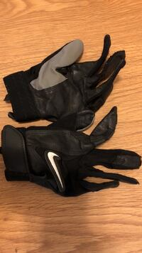Small Nike batting gloves  Daleville, 36322