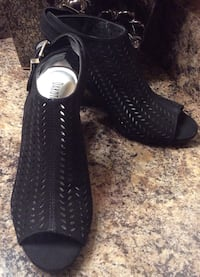 "Dakota Chase black 2"" heeled sandals ( new ), pls slide to see other photo Calgary, T2J"