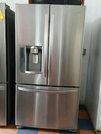 LG STAINLESS STEEL FRENCH DOOR REFRIGERATOR  Long Beach, 90808