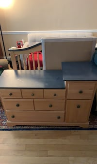 Convertible crib/toddler bed with matching changing table dresser Arlington, 22206