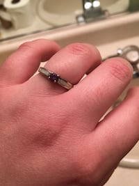 Silver-colored and purple solitaire ring Graton, 95444