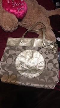 Coach purse/ Because of stain selling for 65  Gridley, 95948