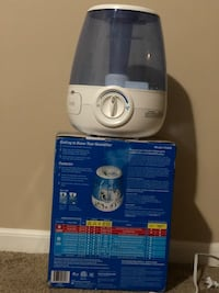 White and blue vicks humidifier Columbus, 43004