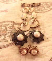 6 pairs of 1960s vintage clip on earrings Melbourne, 32940