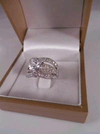 New sterling silver rhodium diamonelle ring size 7 Toronto, M6L 1A4