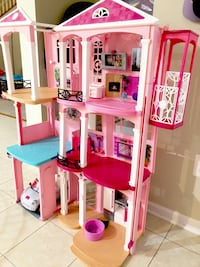 Barbie doll house with car Savage, 20763