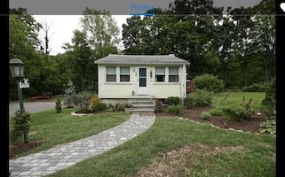 HOUSE For rent 1BR 1BA @ 184 E Main St, Jefferson Valley, NY 10535