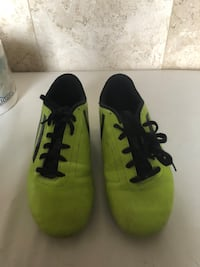 Pair of green-and-black nike cleats Mississauga, L5R 0A3