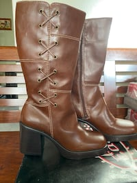 Tall burgundy leather boots - size 8.5 Toronto, M1T