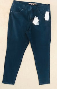 Brand new women's  melissa McCarthy jeans size 16W (pick up only) Alexandria, 22315