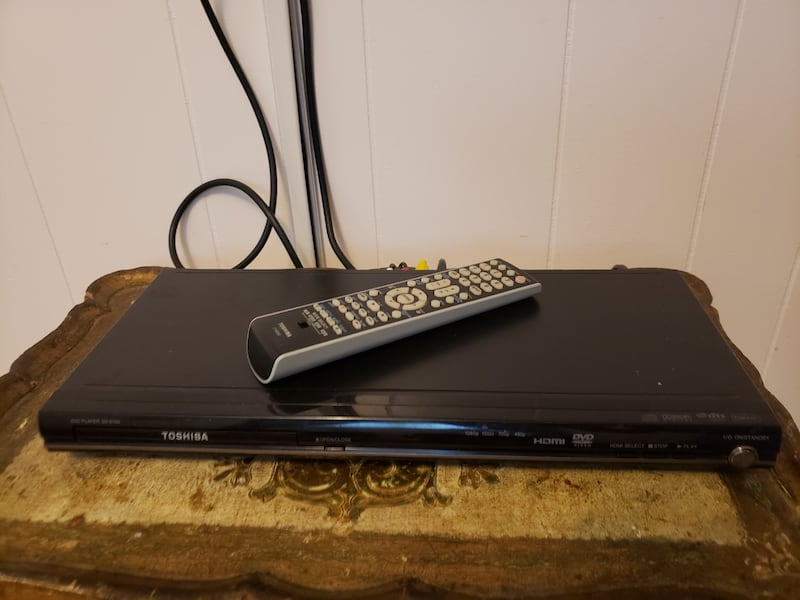 Toshiba DVD player with remote  f8ac74e3-9d52-4aca-8f7f-9dfec5e10f42