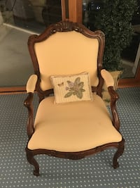 Beautiful high-quality solid wood chair Saint Joseph, 49085