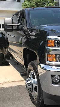 This here is a 2015 Chevy 3500 4x4 duramax Herndon, 20170