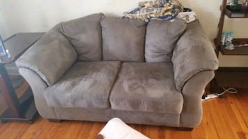 Gray Love seat (must pick up by Saturday)