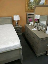 Antique Gray 4 piece queen bedroom set with mattre North Highlands