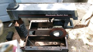 Electronic radial saw