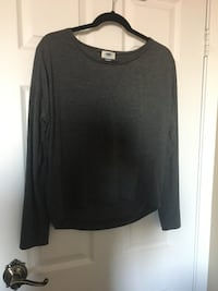 Gray long sleeve blouse size medium  Montréal, H3H